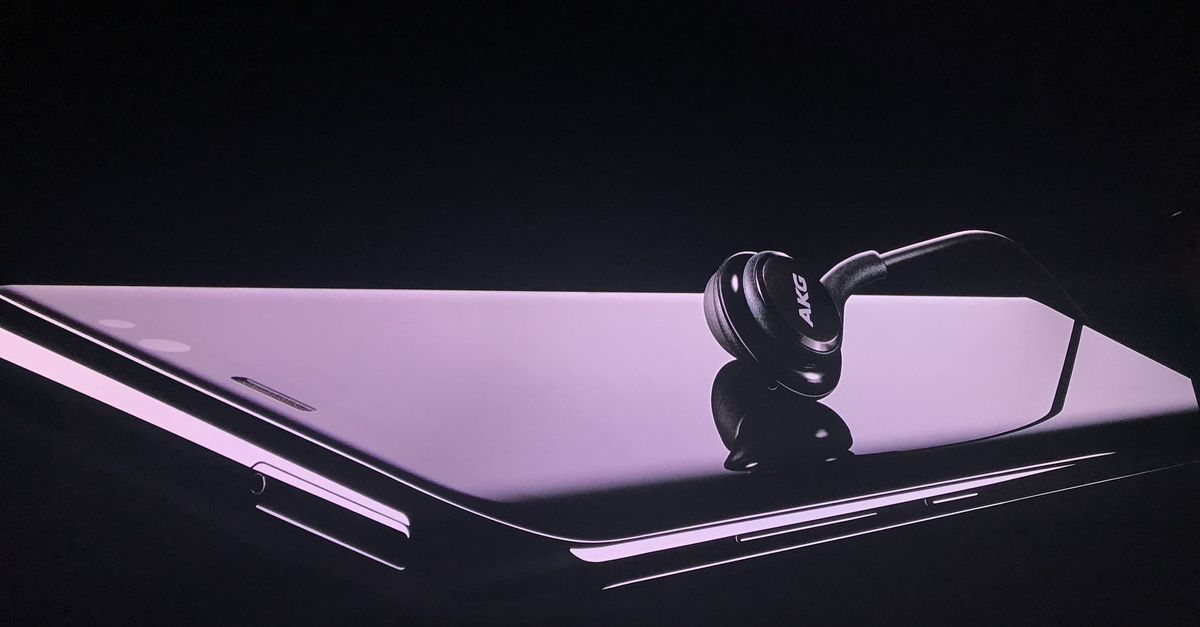Samsung Galaxy Note 8 Is Coming With Headphones Which Similar Like Airpods